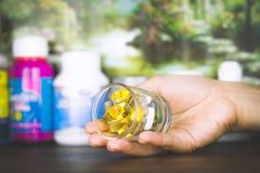 Συνταγή φαρμάκων για το φάρμακο επεξεργασίας Φαρμακευτικό φάρμακο, θεραπεία στο εμπορευματοκιβώτιο για την υγεία Θέμα φαρμακείων Στοκ φωτογραφία με δικαίωμα ελεύθερης χρήσης