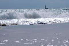 συντετριμμένα κύματα στοκ φωτογραφία με δικαίωμα ελεύθερης χρήσης