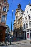 Συντηρημένα παλαιά κατοικημένα και εμπορικά κτήρια ευρωπαϊκός-ύφους στις οδούς της πόλης των Βρυξελλών, Βέλγιο Στοκ Εικόνα
