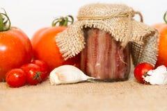 Συντηρημένες αντσούγιες με τις ντομάτες και το σκόρδο Στοκ φωτογραφίες με δικαίωμα ελεύθερης χρήσης