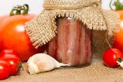 Συντηρημένες αντσούγιες με τις ντομάτες και το σκόρδο Στοκ Εικόνες
