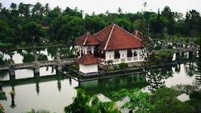 Συντηρημένη αρχαιότητα μέχρι την παρούσα ημέρα Ασιατικό παλάτι ναών ή pura απόθεμα βίντεο