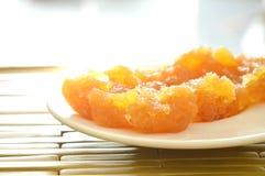 Συντηρημένος ανακατώστε τα ταϊλανδικά γλυκά τρόφιμα ανανά στο πιάτο Στοκ Εικόνα