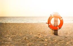 Συντηρητικό ζωής στην αμμώδη παραλία Στοκ εικόνα με δικαίωμα ελεύθερης χρήσης