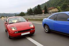 Συντονίζοντας αυτοκίνητα που συναγωνίζονται στην εθνική οδό Στοκ εικόνα με δικαίωμα ελεύθερης χρήσης