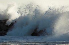 συντρίβοντας κύματα στοκ εικόνα