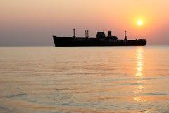 Συντρίμμια Μαύρης Θάλασσας στην ανατολή στοκ εικόνες