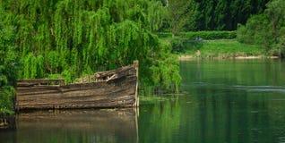 συντρίμμια ποταμών βαρκών Στοκ φωτογραφία με δικαίωμα ελεύθερης χρήσης