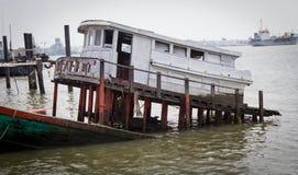 Συντρίμμια στον ποταμό Στοκ φωτογραφίες με δικαίωμα ελεύθερης χρήσης