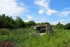 Συντρίμμια φορτηγών στον τομέα στοκ φωτογραφία με δικαίωμα ελεύθερης χρήσης