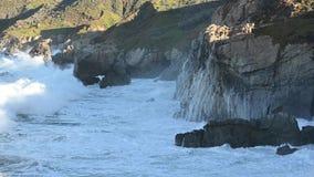 Συντριβή κυμάτων στη μεγάλη ακτή Sur φιλμ μικρού μήκους