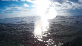 Συντριμμένος από τα κύματα θάλασσας