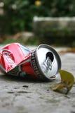 Συντριμμένο δοχείο κασσίτερου της Coca-Cola Στοκ εικόνα με δικαίωμα ελεύθερης χρήσης
