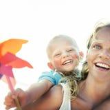 Συνδέοντας έννοια ευτυχίας προσοχής αγάπης γιων μητέρων Στοκ εικόνες με δικαίωμα ελεύθερης χρήσης