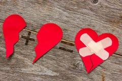 Συνδέοντας σπασμένη καρδιά Στοκ Φωτογραφίες