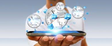 Συνδέοντας χρόνος επιχειρηματιών του κόσμου με το κινητό τηλέφωνό του Στοκ Εικόνα