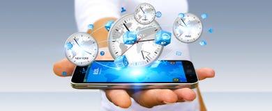 Συνδέοντας χρόνος επιχειρηματιών του κόσμου με το κινητό τηλέφωνό του Στοκ εικόνες με δικαίωμα ελεύθερης χρήσης