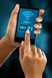 Συνδέστε με μια ελεύθερη ζώνη wifi Στοκ Εικόνες