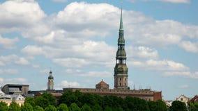 Συνδετήρας χρονικού σφάλματος, εκκλησία της Λετονίας, Ρήγα Άγιος Peter ` s στα πλαίσια του νεφελώδους ουρανού φιλμ μικρού μήκους