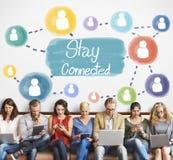 Συνδεδεμένη παραμονή έννοια Διαδικτύου δικτύωσης επικοινωνίας στοκ εικόνες