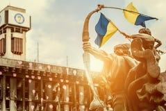 Συνδικάτα που χτίζουν μετά από την πυρκαγιά με το μνημείο Στοκ εικόνα με δικαίωμα ελεύθερης χρήσης