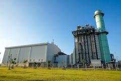 Συνδυάστε τις εγκαταστάσεις παραγωγής ενέργειας κύκλων με τον πράσινο τομέα στοκ εικόνες