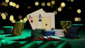 Συνδυασμός πόκερ Ζευγάρι των άσσων κλείστε επάνω Backlight απόθεμα βίντεο