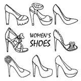 Συρμένα γυναικών υψηλά παπούτσια τακουνιών των όμορφων χέρι, σανδάλια μοντέρνες γυναίκες παπο&up Στοκ Φωτογραφίες