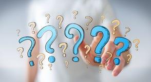 Συρμένα χέρι ερωτηματικά εκμετάλλευσης επιχειρηματιών στο χέρι του Στοκ Εικόνες