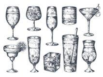 Συρμένα χέρι κοκτέιλ Γυαλιά με το οινοπνευματώδεις τονωτικό και τη λεμονάδα ποτών, martini ρούμι τζιν και τροπικά ποτά r ελεύθερη απεικόνιση δικαιώματος