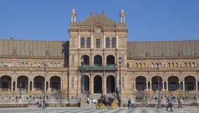 Συρμένη άλογο μεταφορά που διασχίζει Plaza de Espana, Σεβίλη, Spai Στοκ Εικόνες