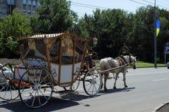 Συρμένη άλογο μεταφορά, Kharkov, Ουκρανία, στις 13 Ιουλίου 2014 Στοκ φωτογραφία με δικαίωμα ελεύθερης χρήσης