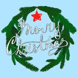 Συρμένη χέρι διανυσματική ευχετήρια κάρτα Χριστουγέννων με την εγγραφή χεριών και το διακοσμητικό στεφάνι διανυσματική απεικόνιση