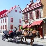 Συρμένοι άλογο γύροι μεταφορών στην πόλη του Κεμπέκ Στοκ φωτογραφία με δικαίωμα ελεύθερης χρήσης