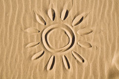 συρμένος ήλιος άμμου στοκ εικόνα