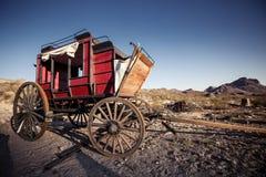 Συρμένο άλογο βαγόνι εμπορευμάτων στην έρημο Mojave. Στοκ Φωτογραφία