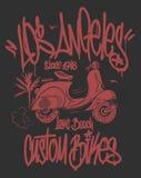 Συρμένο διανυσματικό σχέδιο μπλουζών ετικεττών και μηχανικών δίκυκλων γκράφιτι του Λος Άντζελες χέρι διανυσματική απεικόνιση