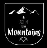Συρμένο χέρι έμβλημα των βουνών στο μαύρο υπόβαθρο, πλήρως editable στοκ εικόνες με δικαίωμα ελεύθερης χρήσης