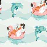 Συρμένο χέρι διανυσματικό αφηρημένο χαριτωμένο άνευ ραφής σχέδιο θερινού χρόνου με την κολύμβηση κοριτσιών παραλιών στο ρόδινο κύ Στοκ Φωτογραφία