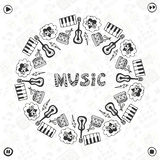 Συρμένο χέρι πλαίσιο μουσικής Μουσικά εικονίδια σκίτσων Πρότυπο για το έμβλημα, την αφίσα, το φυλλάδιο, την κάλυψη, το φεστιβάλ ή Στοκ Φωτογραφίες