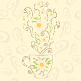 Συρμένο χέρι χαριτωμένο φλυτζάνι με camomile το τσάι Τέλειος καυτός ατμός με τα λουλούδια και χορτάρι κάτω από την κούπα Θετικό α ελεύθερη απεικόνιση δικαιώματος