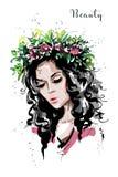 Συρμένο χέρι όμορφο δασικό κορίτσι στο στεφάνι λουλουδιών Η νέα γυναίκα μοιάζει με dryad νυμφών γυναίκα πορτρέτου μόδας ελεύθερη απεικόνιση δικαιώματος