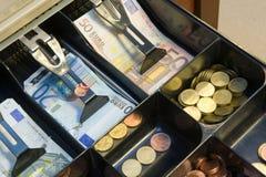 Συρτάρι με τα χρήματα Στοκ εικόνες με δικαίωμα ελεύθερης χρήσης