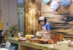 Συσκευάζοντας κέικ ανανά προσωπικού Στοκ Εικόνες