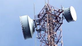 Συσκευές αποστολής σημάτων σημάτων στον πύργο κάτω από το σύννεφο απόθεμα βίντεο