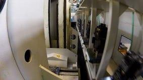 Συσκευές εργαλείων μεταφορών μεταφορέων στην αποθήκη εμπορευμάτων εγκαταστάσεων απόθεμα βίντεο