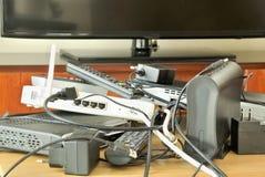 Συσκευές ηλεκτρονικά μέσων με την τηλεόραση υψηλού καθορισμού Στοκ Εικόνα