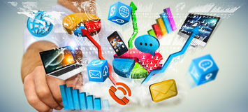 Συσκευές και διαγράμματα τεχνολογίας εκμετάλλευσης επιχειρηματιών στο χέρι του Στοκ Φωτογραφίες