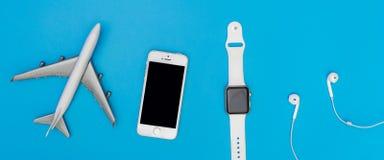 Συσκευές και συσκευές της Apple που είναι χρήση για τον ταξιδιώτη σε όλο τον κόσμο Στοκ φωτογραφία με δικαίωμα ελεύθερης χρήσης