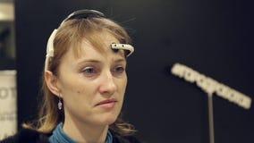 Συσκευή για να ελέγξει τις σκέψεις απόθεμα βίντεο